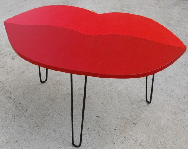 Стол в стиле поп арт