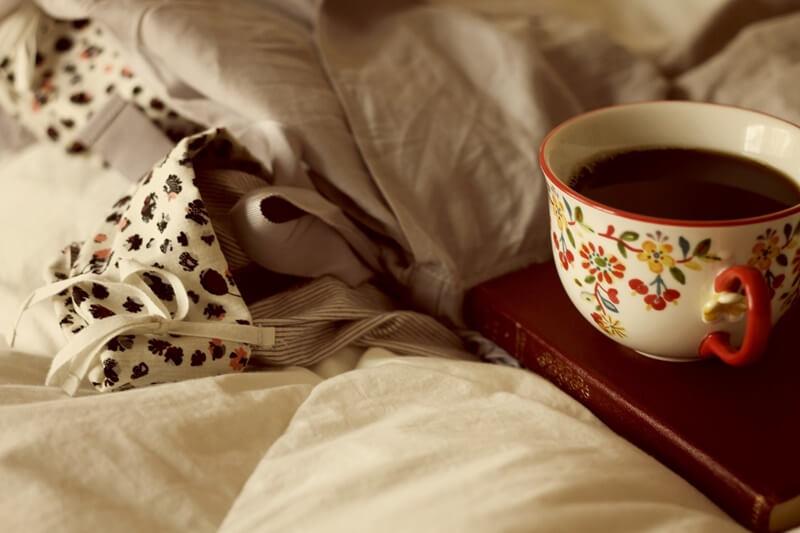 Книга, кофе, плед
