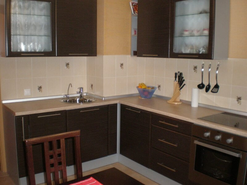 Дизайн кухни 10 м с вентиляционным коробом 63
