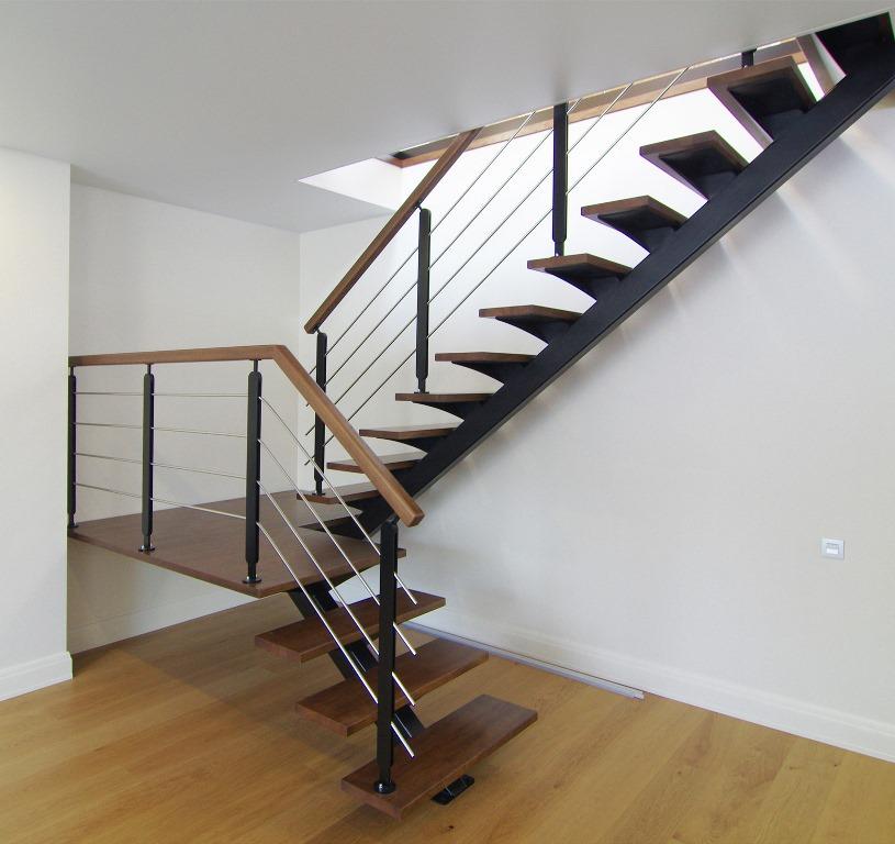 Лестница на косоурах в частном доме