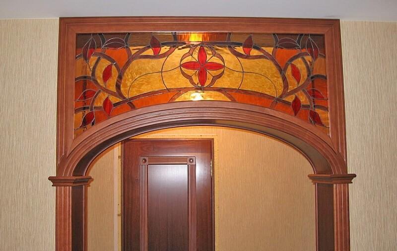 арка с витражом