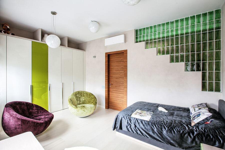 Стеклоблоки в интерьере спальни