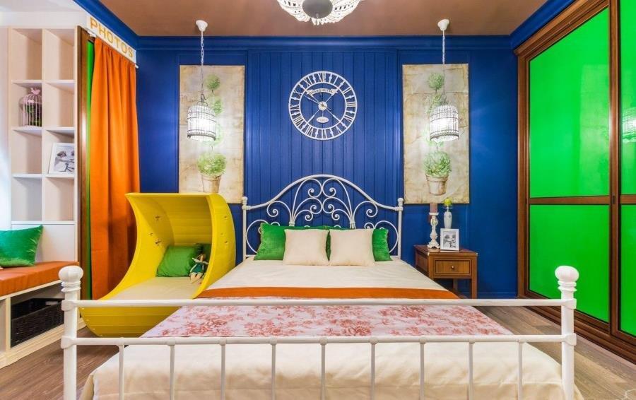 Крашеная вагонка в интерьере спальни