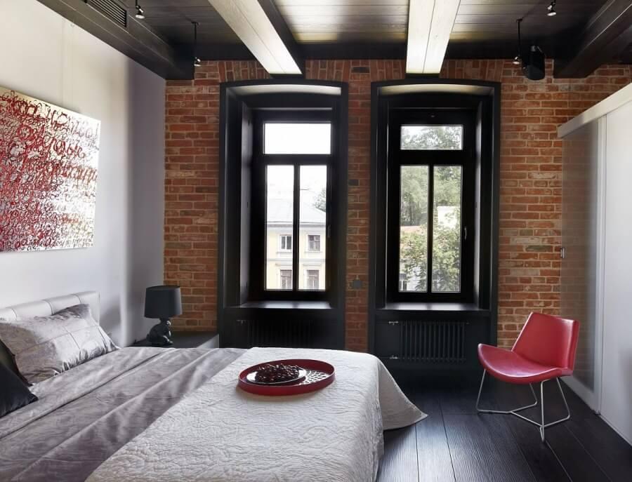 Черный пол в спальне