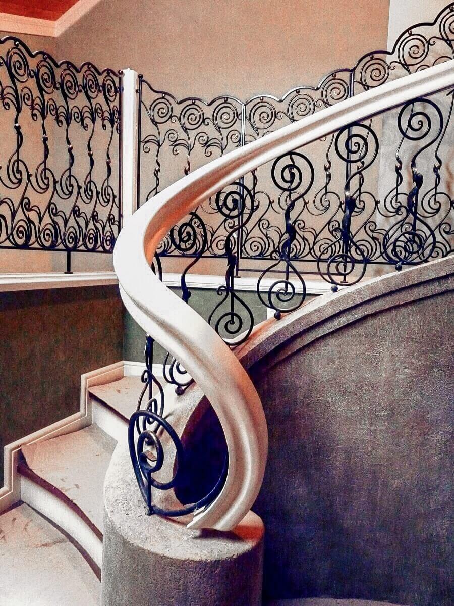 Кованые перила для лестниц