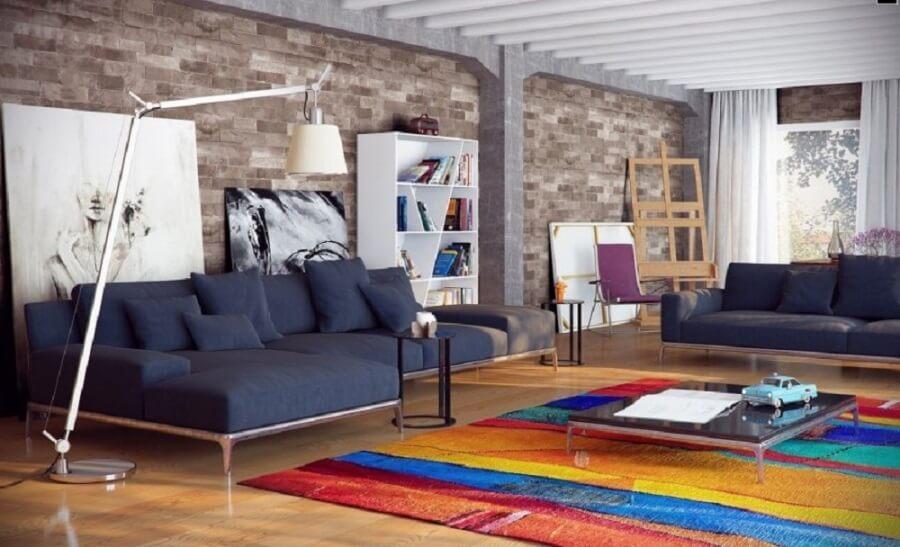 Цветной ковер в интерьере гостиной