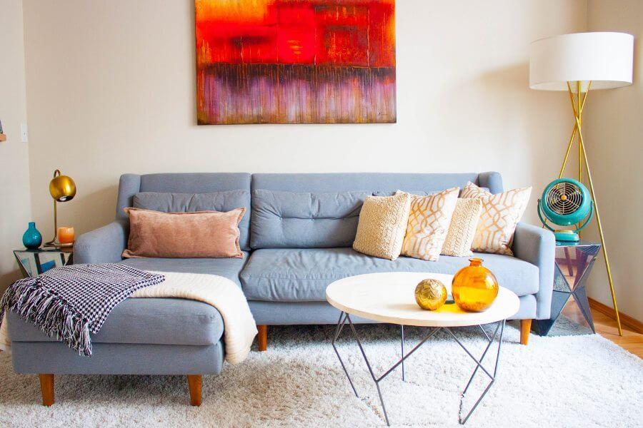Уютный ковер в интерьере современной гостиной
