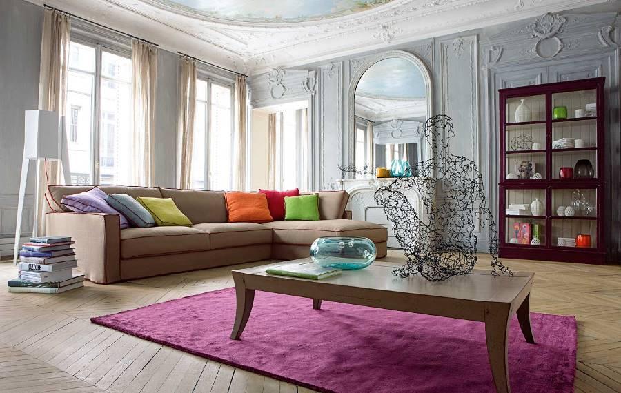 Лиловый ковер в гостиной