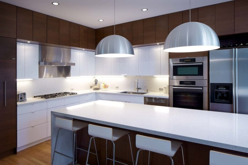 Дизайн угловой кухни с островом