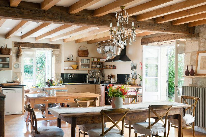 Кухня в доме на земле