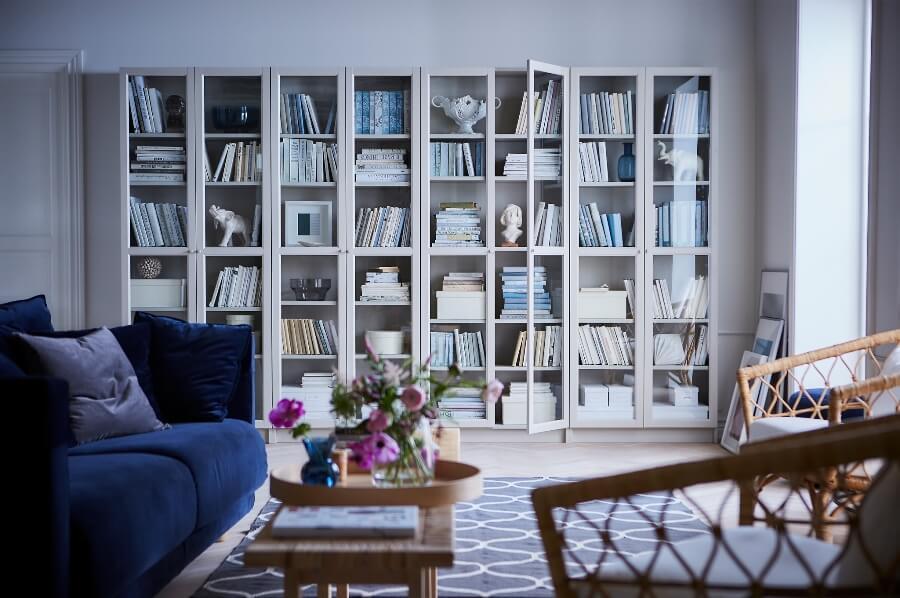 Книжный шкаф в интерьере