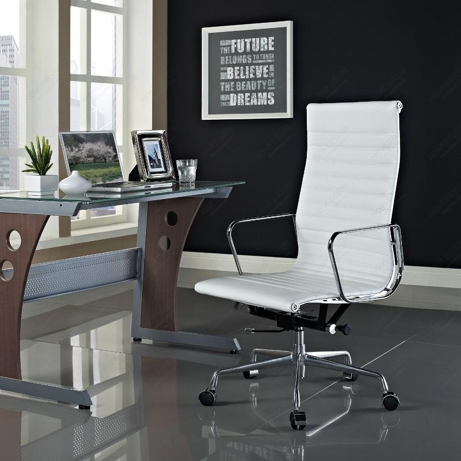 Офисное кресло в интерьере