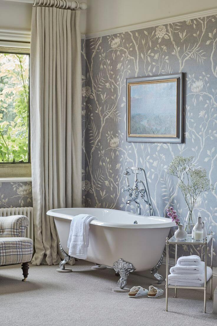 Обои с цветами в интерьере ванной