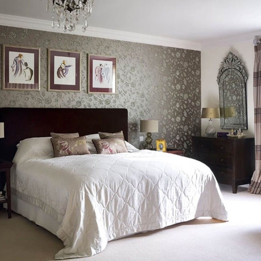 Обои с цветами в интерьере спальни