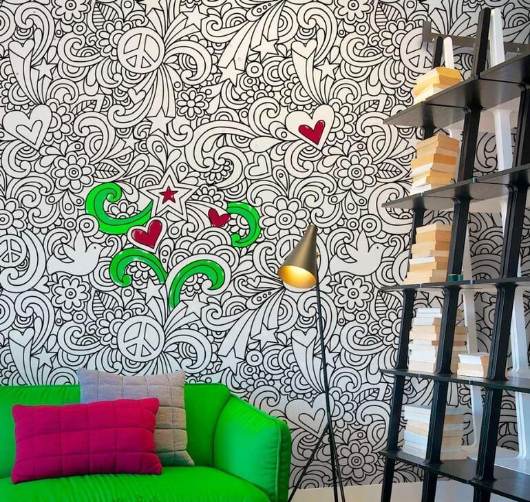 Обои-раскраски с цветами в интерьере детской
