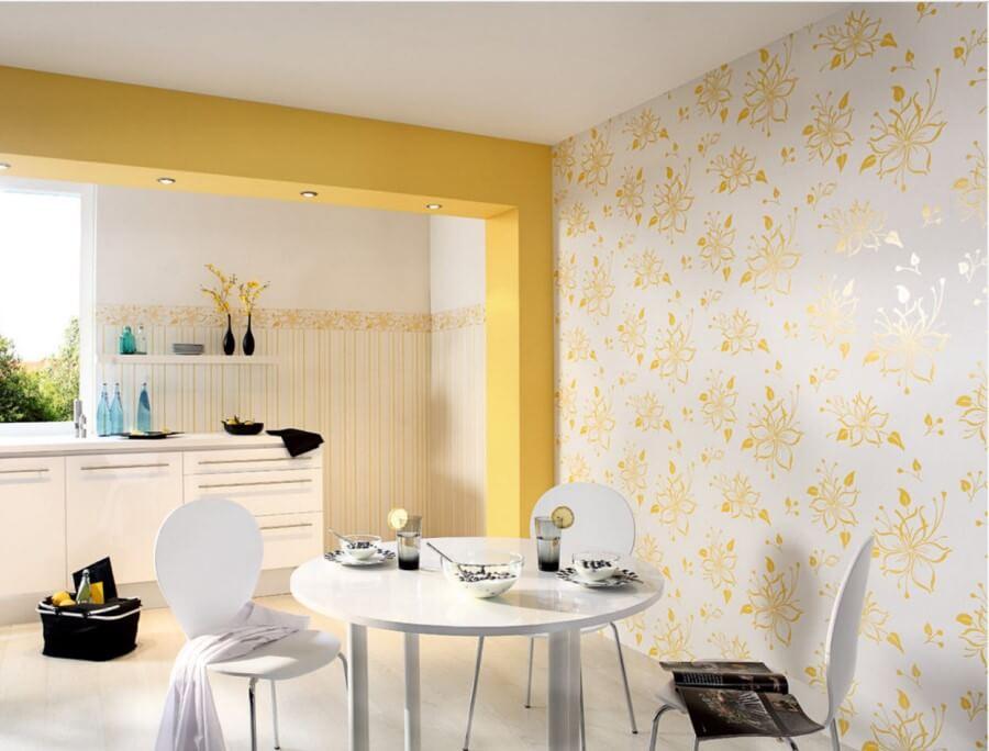 Обои с цветами в интерьере кухни