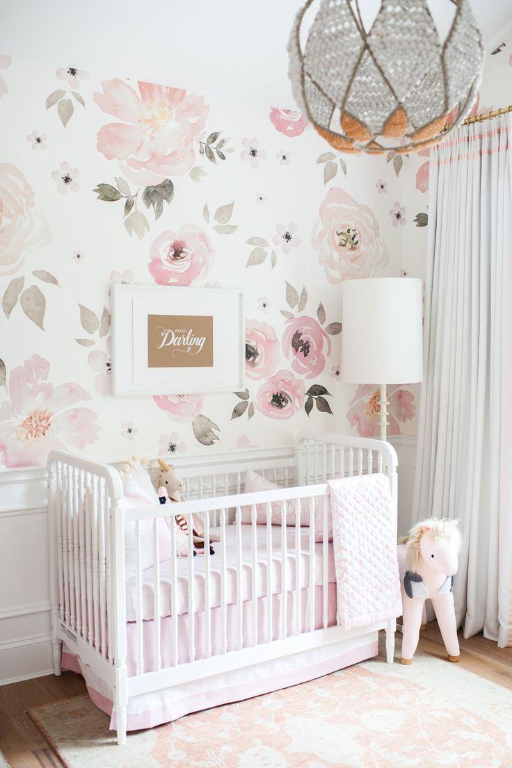 Обои с цветами в интерьере детской