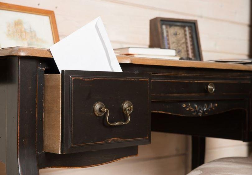Рабочий стол из массива дерева для кабинета