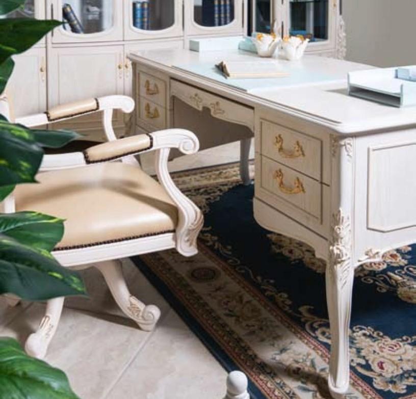 Рабочий стол из массива для кабинета