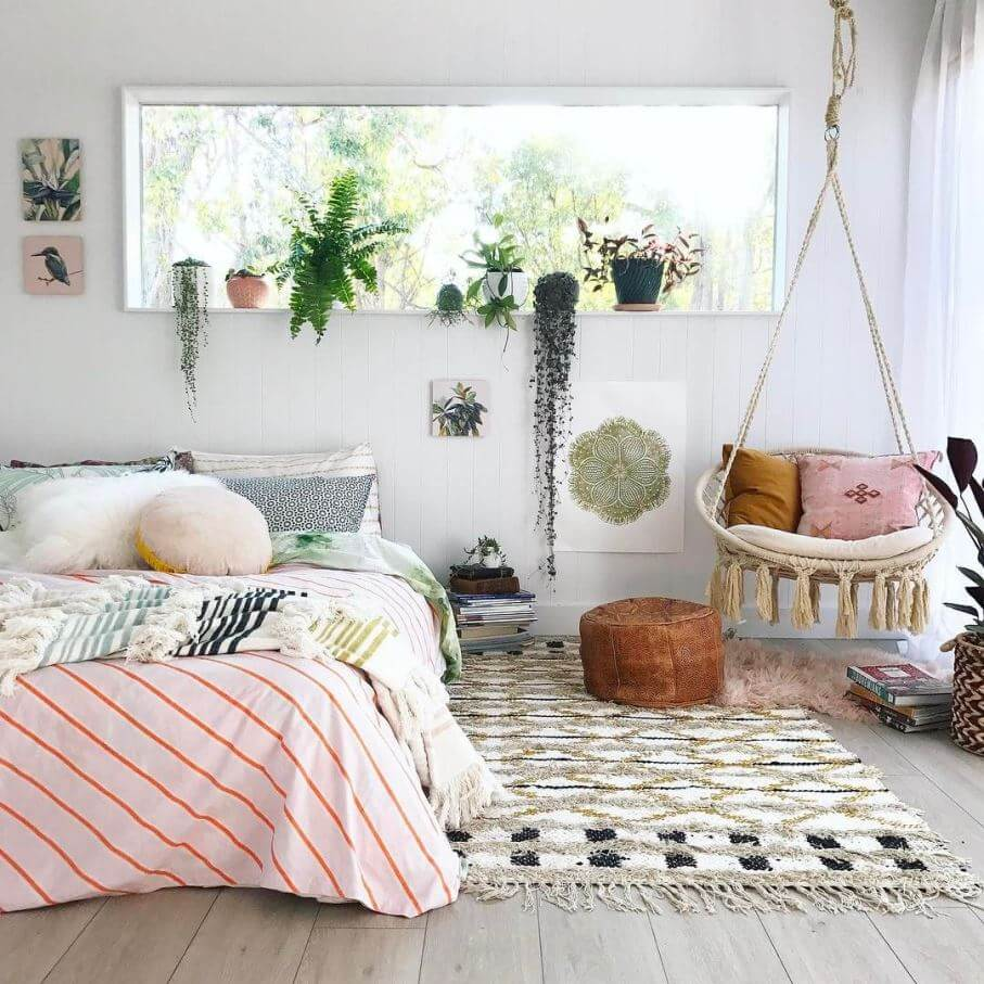 Интерьер спальни с растениями