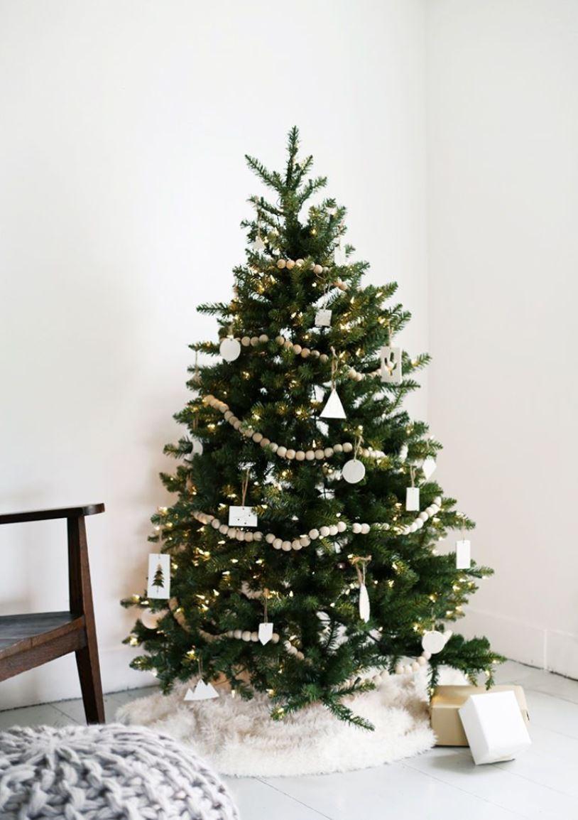 Украшение новогодней елки в скандинавском стиле