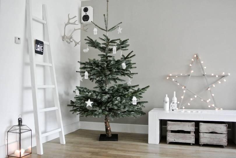Украшение новогодней елки в стиле минимализм