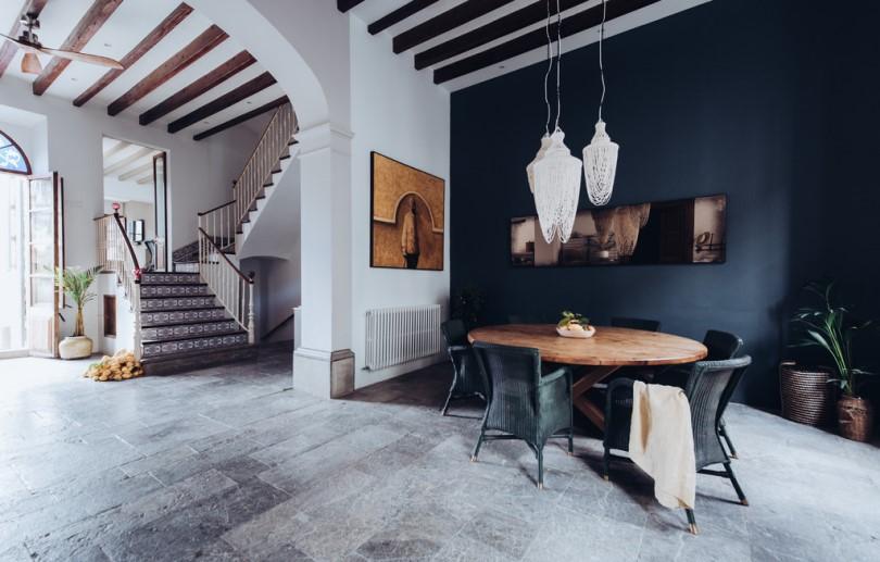 Столовая в роскошном доме в Испании