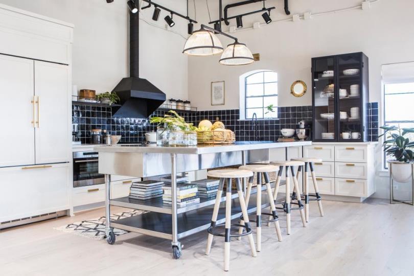 Интерьер современной кухни для частного дома