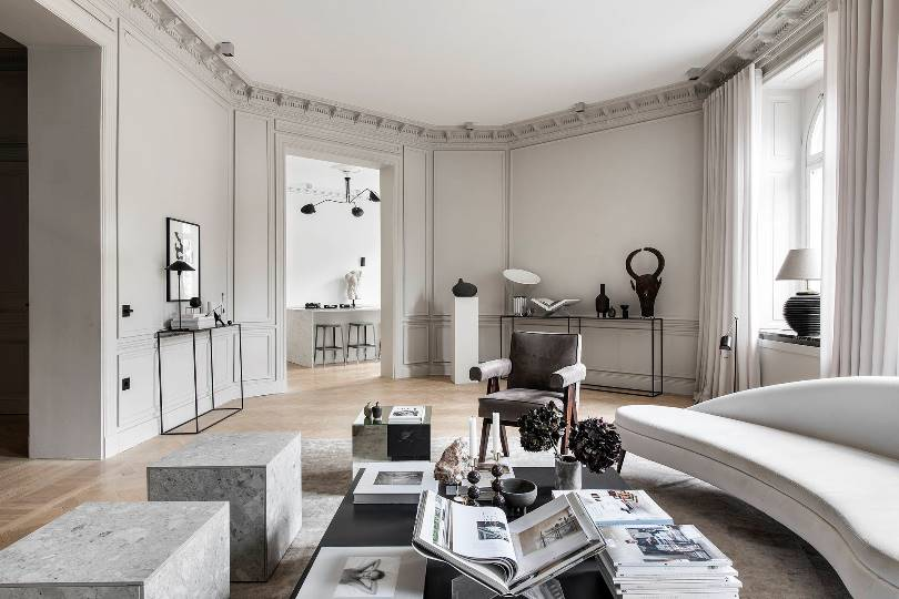 Интерьер большой гостиной в стиле минимализм