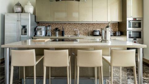 Стулья для кухни: полезные советы по выбору кухонной мебели