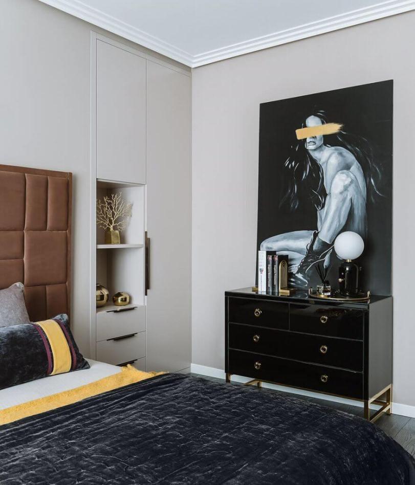 Спальня с картиной