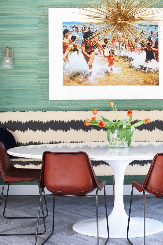 Круглый стол с картиной