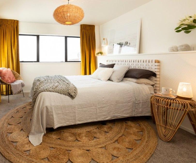Спальня с круглым ковром