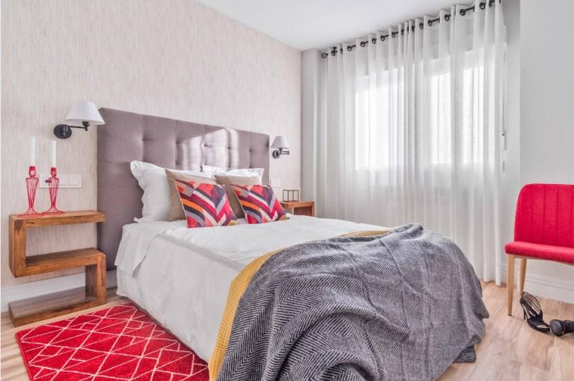 Розовый коврик и подушки