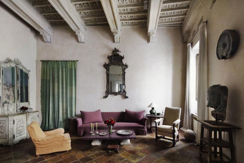 Бордый диван и два кресла