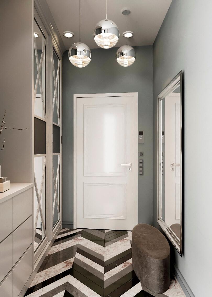 Белая дверь в коридоре