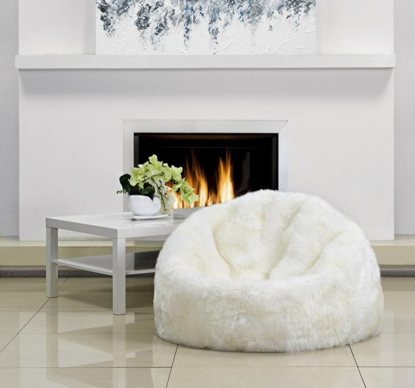 Кресло-мешок и камин
