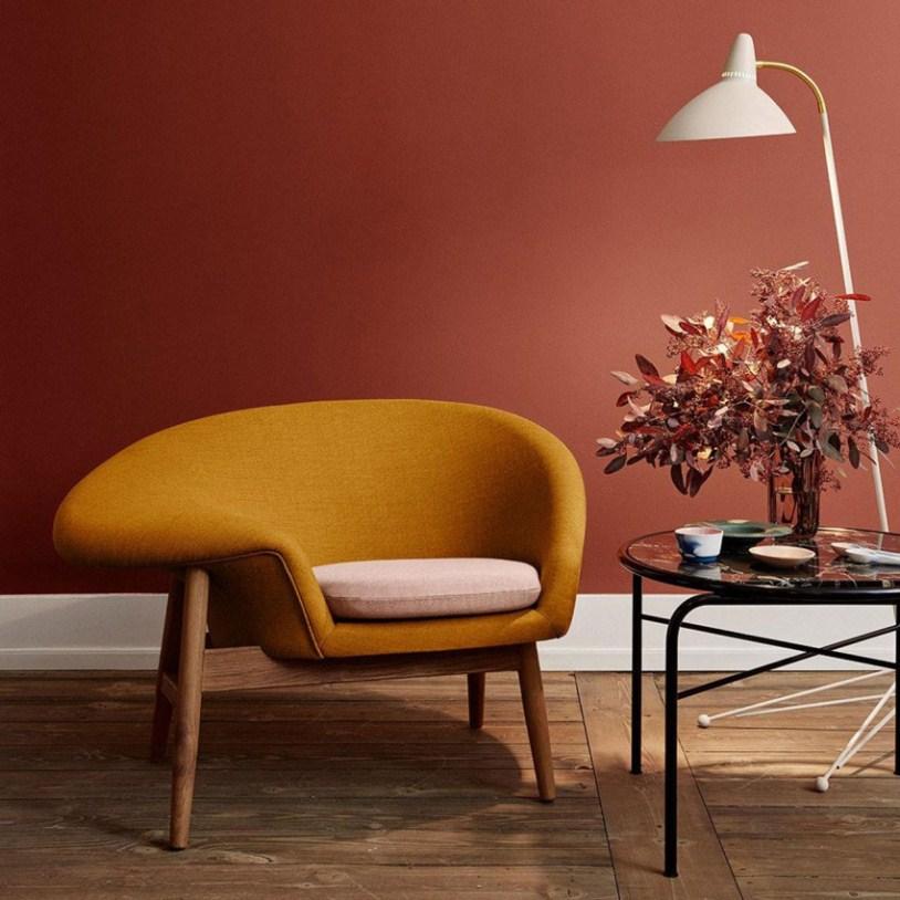 Горчичное кресло и столик