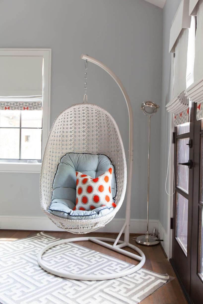 Белое кресло-кокон