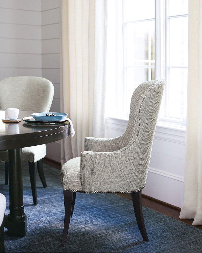 Стул-кресло возле стола