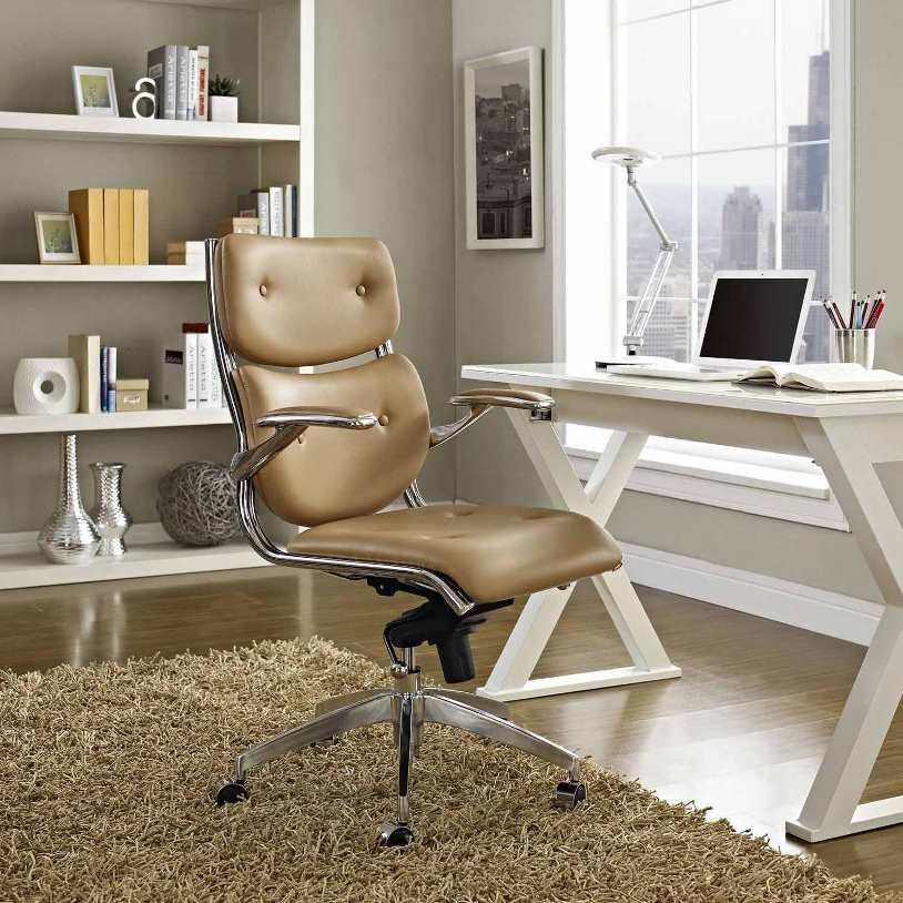 Кресло и белый стол