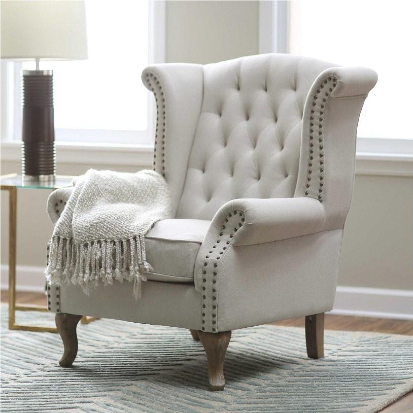 Белое кресло с пледом
