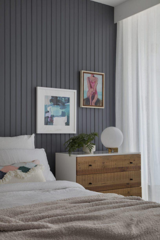 Кровать и комод