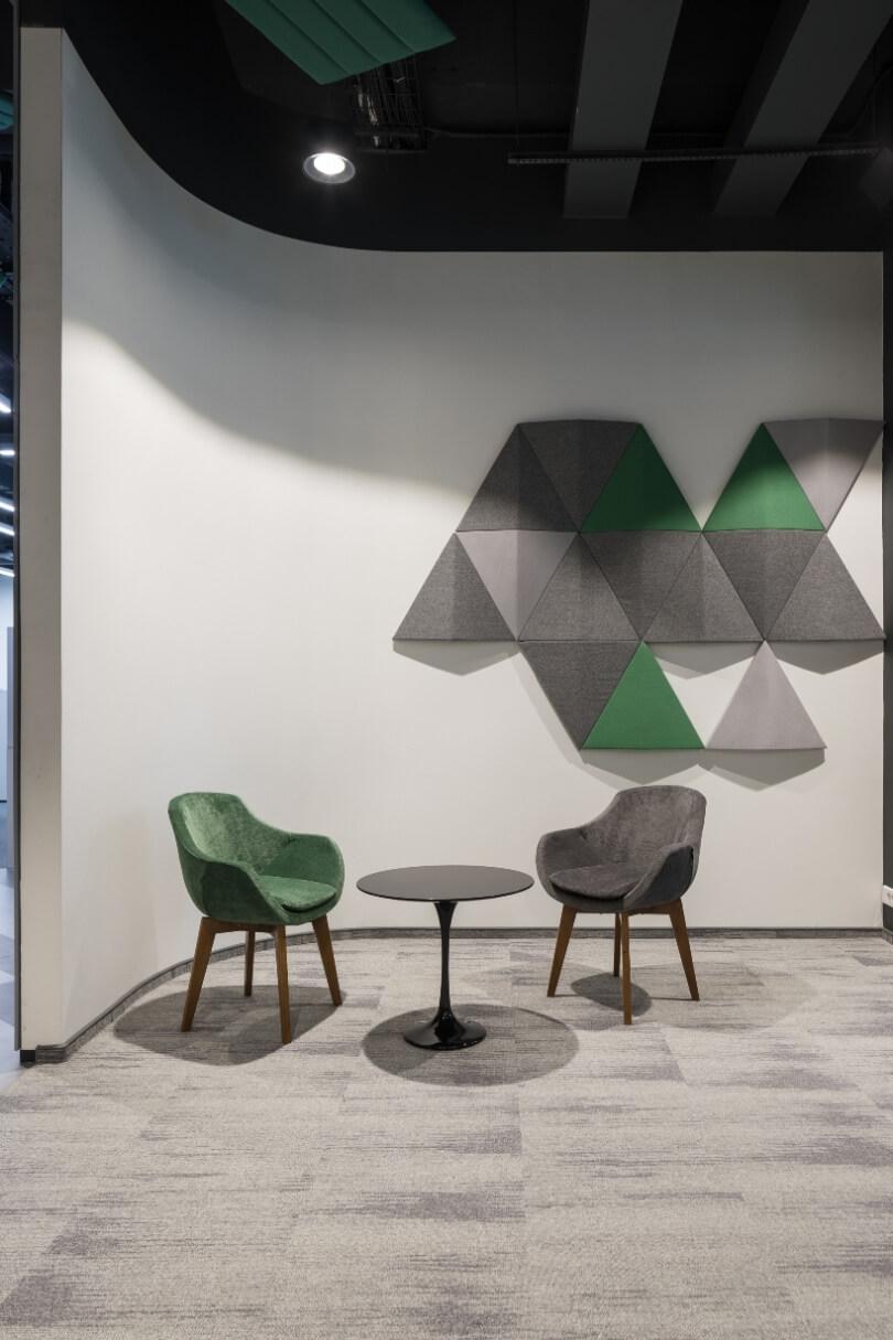Два кресла и круглый столик