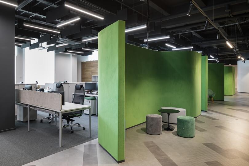 Зеленая полукруглая стена