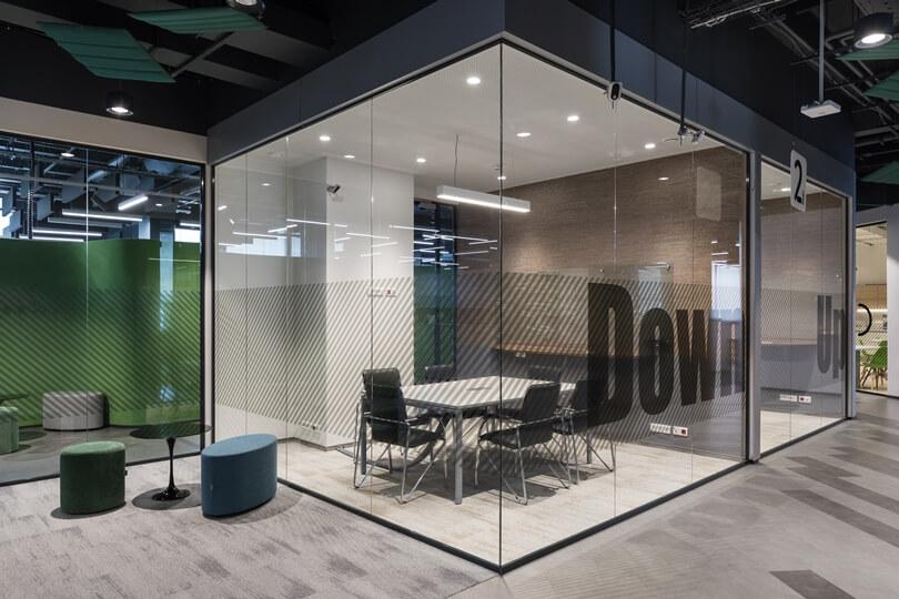 Кабинет с стеклянными стенами