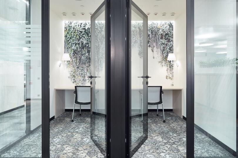Двери в кабинеты