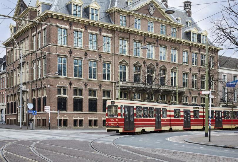 Улица в Гааге с трамваем