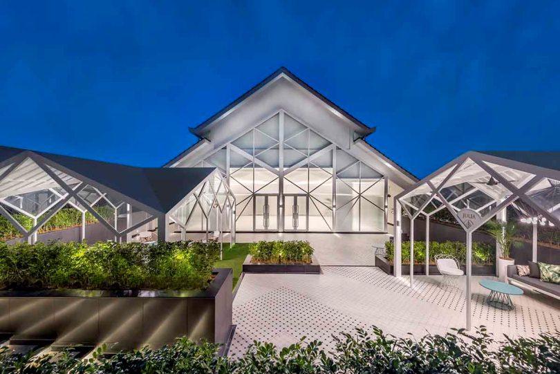 Сад отеля Prestige