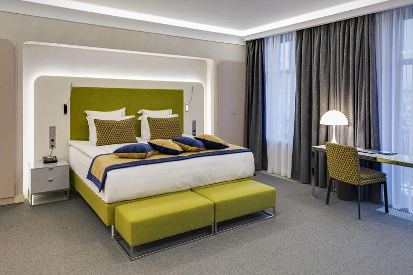 Кровать в зеленых оттенках
